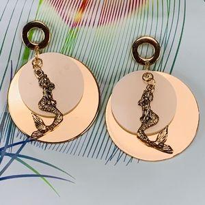Earrings Mermaid w Layered Goldtone & White Disc